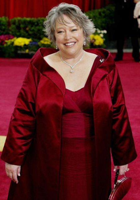Kathy Bates wearing a red dress in an award function.