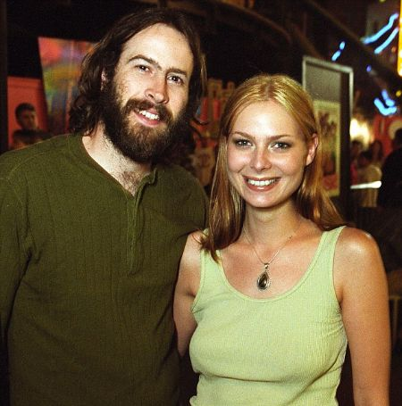 Jason Lee was previously married to Carmen Llywelyn.