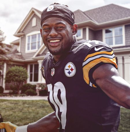 Juju Smith Schuster recently bought a new house for his family members.