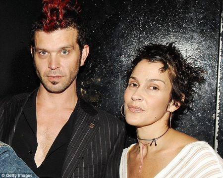Doyle Bramhall II was married to Susannah Melvoin from 1997 to 2010.