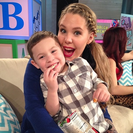 Kailyn Lowry and her first son in 2014.