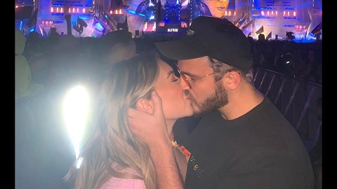 stassie kissing zane in a concert