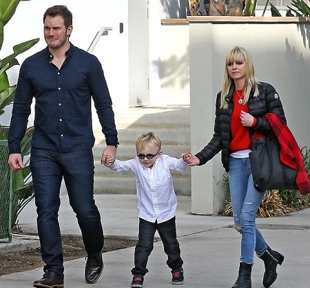 Chris Pratt, 37, enjoyed quality down time with wife Anna Faris, 40, and their son Jack, four, in West Hollywood, California, December 2016.