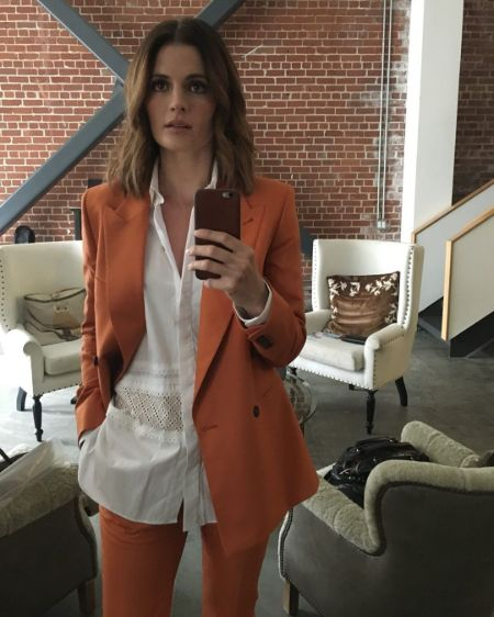 Actress Stana Katic poses for a mirror selfie in her house.