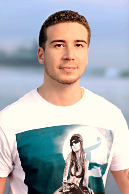 Vinny Guadagnino holds an estimated net worth of $3 million.