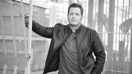 Chaz Bono possesses an estimated net worth of $800,000.