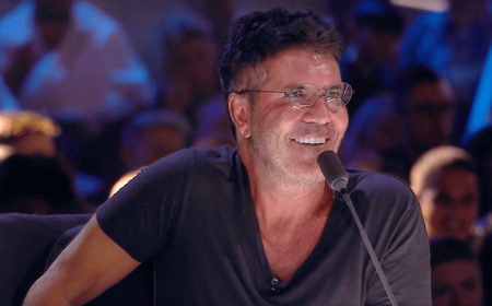 Simon Cowell in a black t-shirt passing comments as a judge.