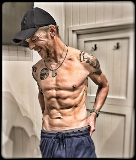 Simon Pegg's shirtless picture after six-month of intensive workout.