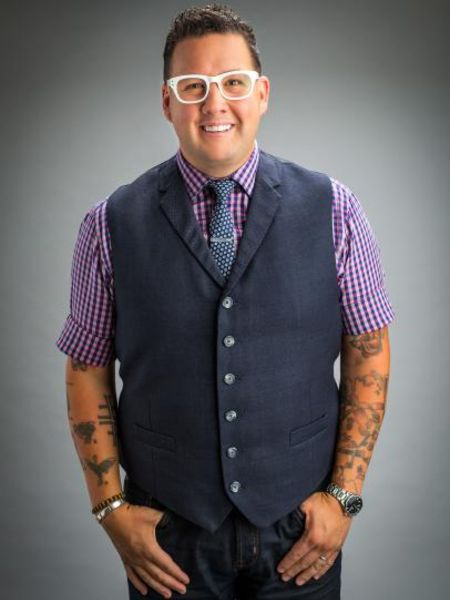 Graham Elliot currently holds an estimated net worth of $1.5 million.
