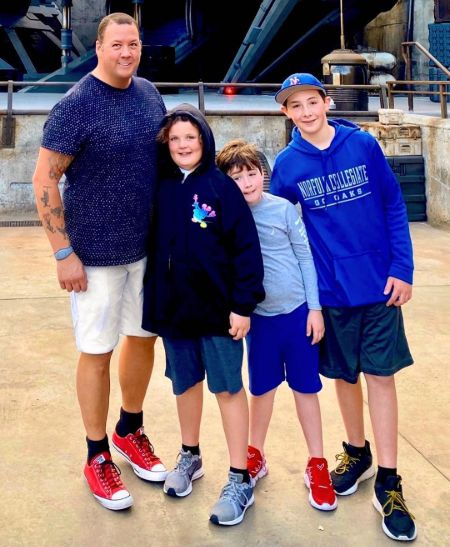 Graham Elliot poses a picture with his children.