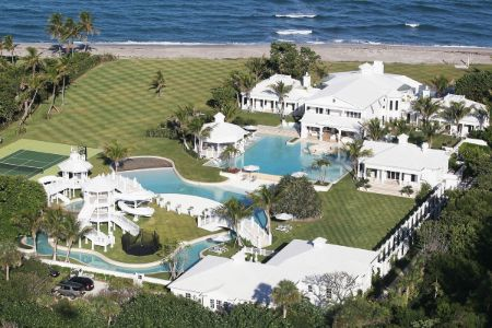 Celine Dion used to own a mansion in Jupiter Island, Florida, which she bought for $7 million in 2010.