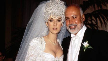 Celine Deon  poses a picture with her husband Rene Angelil.