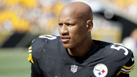 Ryan Shazier in the football kit of Pittsburgh Steelers.