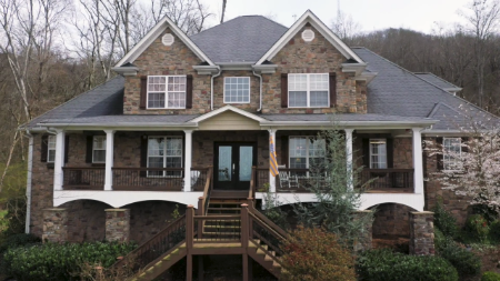 Maci Bookout lives with her family in a $625,000-worth mansion in Ooltewah, Tennessee.