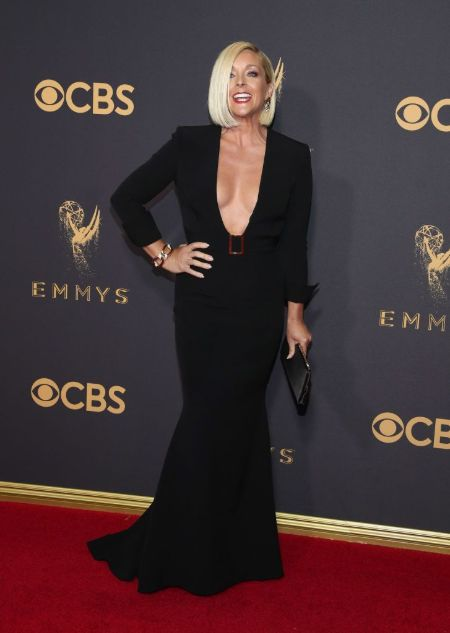 Jane Krakowski follows a proper diet and fitness routine to maintain healthy body weight.