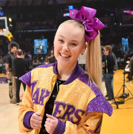 JoJo Siwa is in a relationship with a girl as of February 2021.