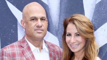 Jill Zarin and her present boyfrind Gary Brody posing with smile