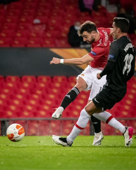 Bruno Fernandes takes a shot in the game against Granada in the UEFA Europa League.