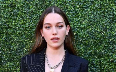 Love Quinn Actress Victoria Pedretti - How Much Did She Make From Netflix You Season 2?